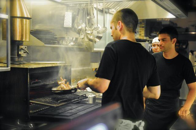 Josper en la cocina del FoodBar Dada