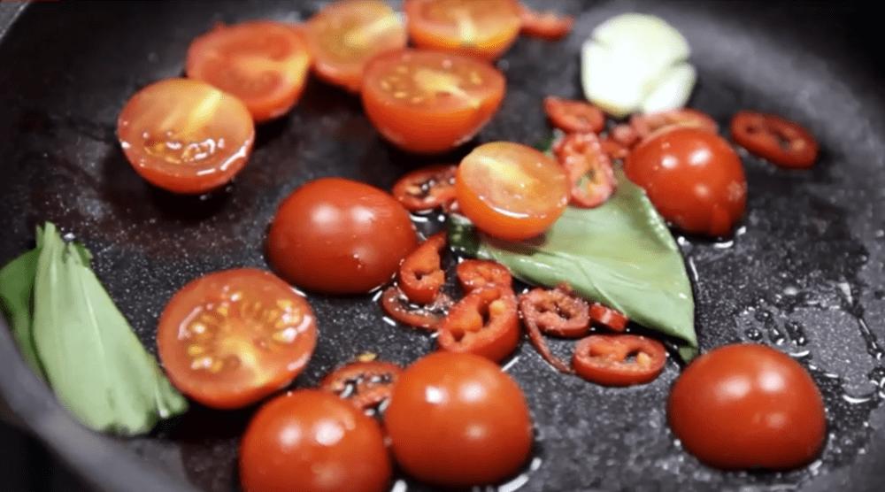 Tomate para la pasta malloreddus con almejas a la brasa Josper