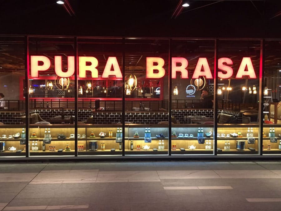 Pura Brasa e halla en el Central Business District de Singapur