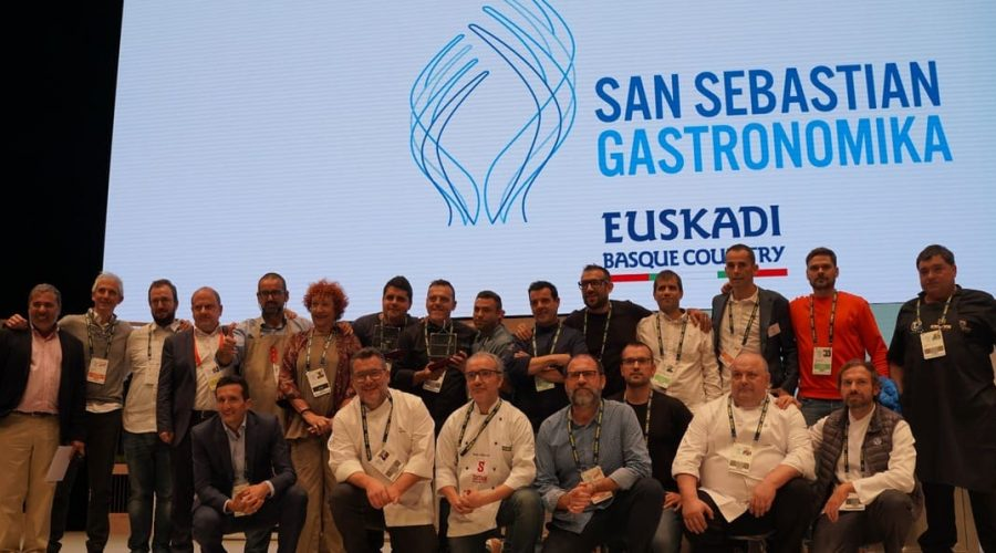 Participantes posan en la entrega de preios del X Concurso Nacional de Parrilla, Gastronomika 2019