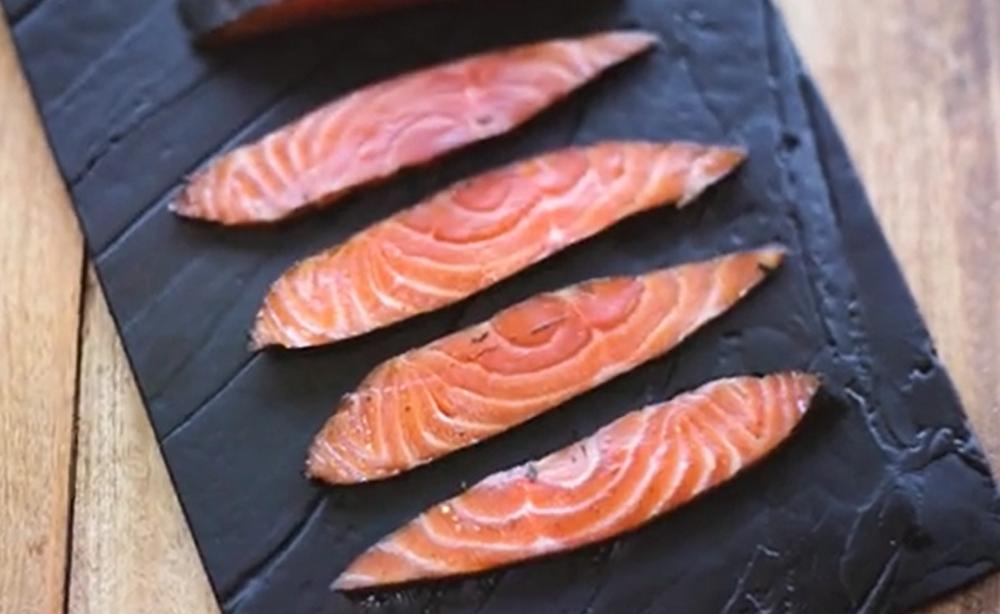 Open grilled salmon nori